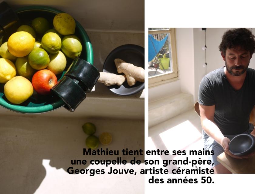 A droite, Mathieu tient une œuvre de son gran-père. A gauche, une corbeille de fruits.