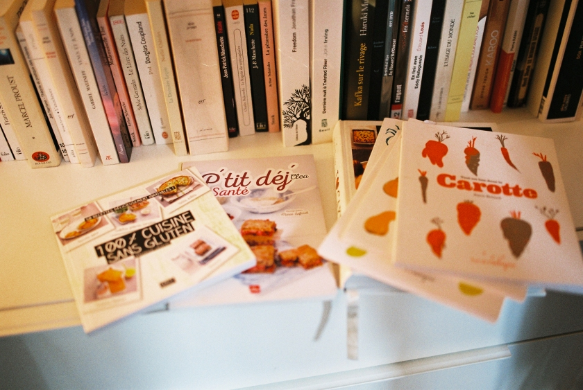 Les livres de cuisine sont assez présents dans la bibliothèque