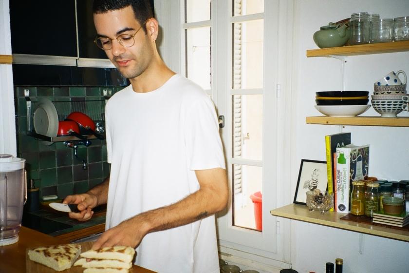 Xavier dans sa cuisine